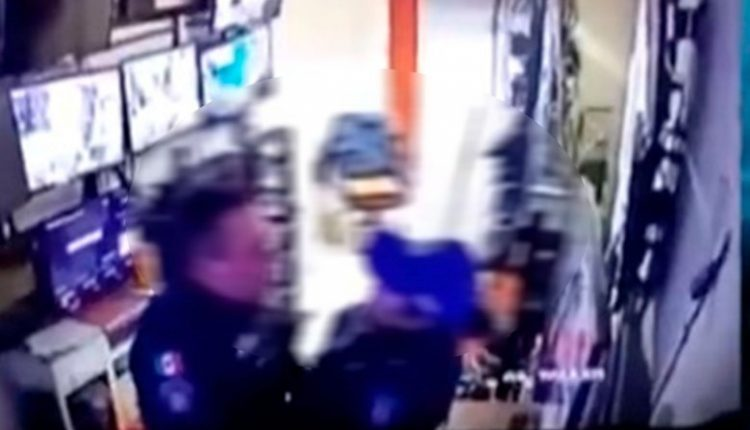 Captan a dos policías teniendo sexo en el trabajo