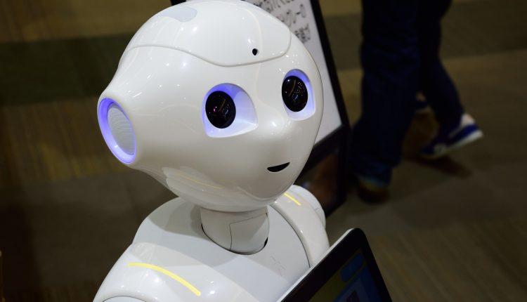 Robots ayudan en la lucha contra Covid-19 en Japón