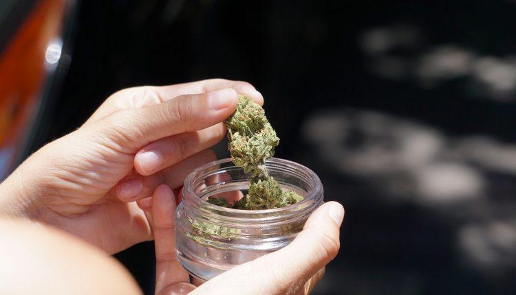 Fumar cannabis puede duplicar el riesgo de ataque al corazón