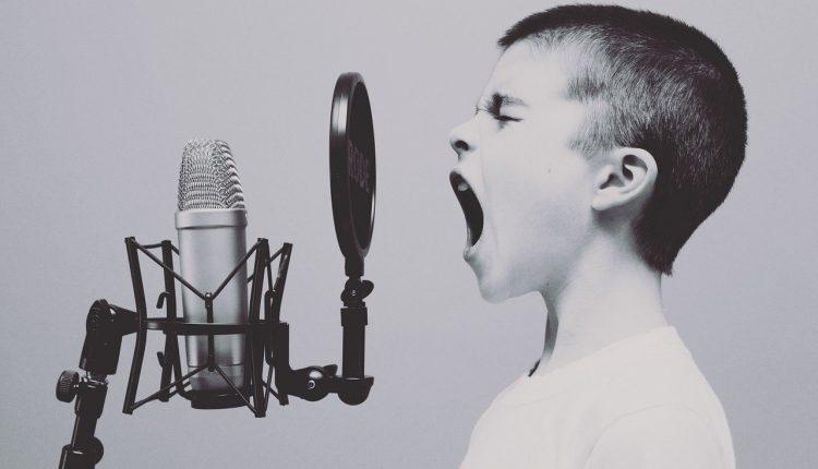 ¿Por qué la tartamudez desaparece al cantar?